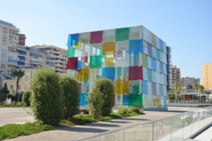 De opvallende kubus van Centre Pompidou Malaga.